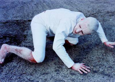 A cuatro patas (si dices algo ahora te creeré) Eduardo Sourrouille (2002)